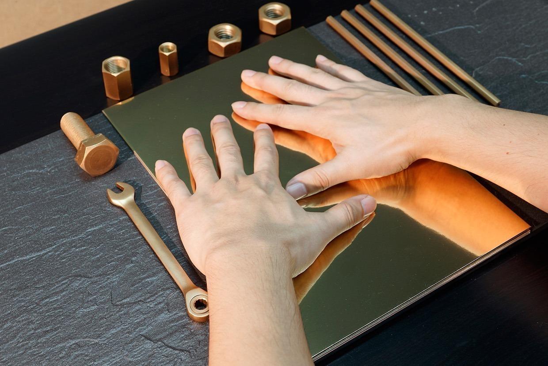 cartao-de-visitas-criativo-feito-digitais-eric-mechanic-2