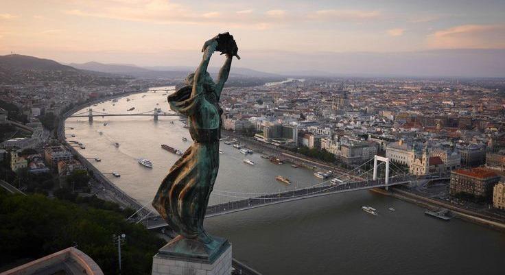identidade-visual-completa-de-budapest-para-olimpiadas-de-2024-budabest-estatua-liberdade